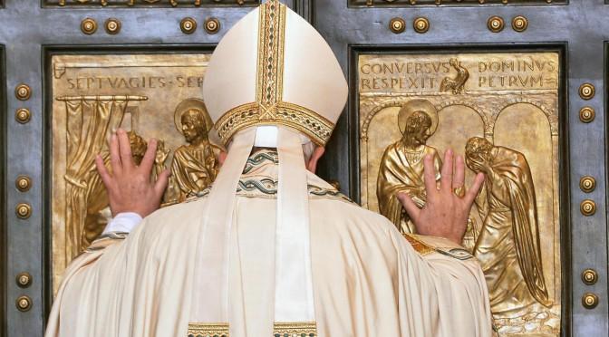 Il Papa ruba la scena