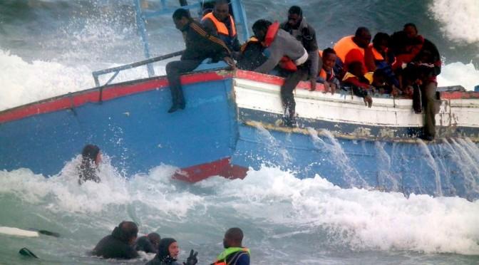 Migranti: il pernacchio di Macron