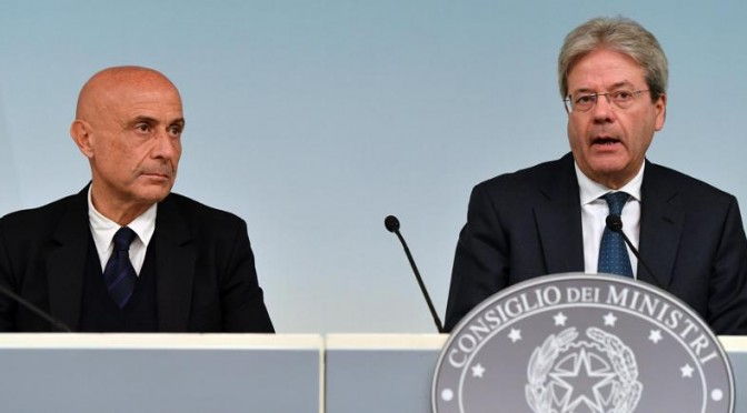 I giornali chiedono a Renzi di restare un passo dietro Minniti e Gentiloni