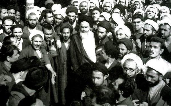 La rivolta in Iran, Mattarella ai giovani, Dart Fener e l'informazione